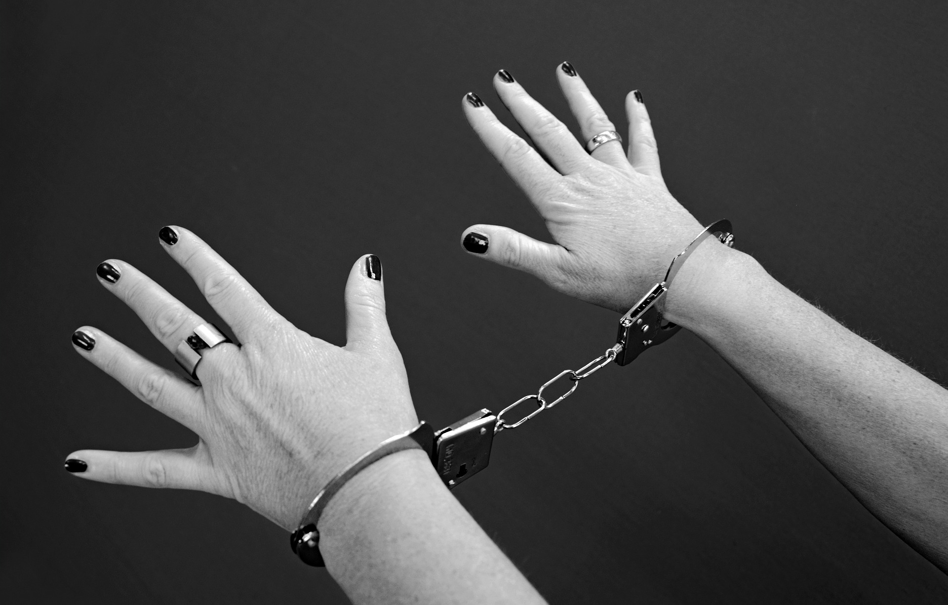 handcuffs-964522_1920